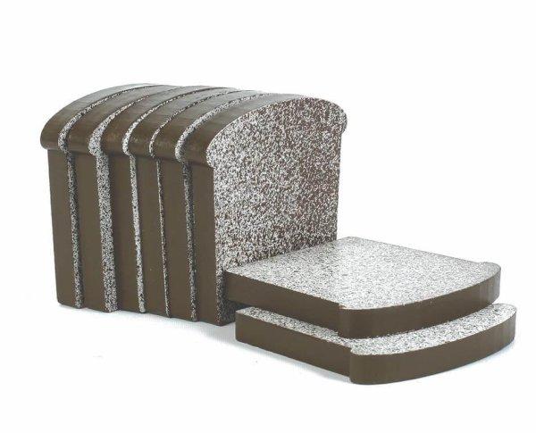 Oito fatias de pão, em formato de pão de caixa.